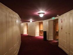 pasillo entre los palcos en el 2o piso
