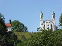 Kalvarienberg und Kirche