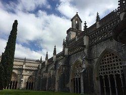 O Mosteiro da Batalha anteriormente chamado de Mosteiro de Santa Maria da Vitória foi construído entre 1386 e 1563.