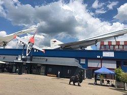Конкорд и Ту-144 рядом.