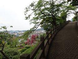 城へ向かう道です。景色が良いです。