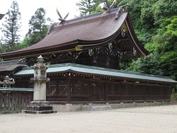 The honden built in 1697 survived the fire of 1930 but most of the shrine buildings were rebuilt in 1936.