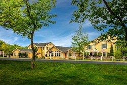 Full service hotel and restaurant in Edgartown, the heart of Martha's Vineyard