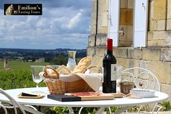 Enjoy a delicious picnic with a wonderful view of the vineyards!