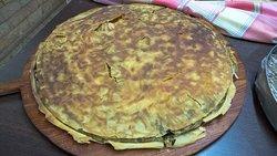 Παραδοσιακή πίτα στα κάρβουνα..