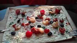 Flammeckuëche crevettes marinées
