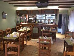 Salle de restaurant et bar