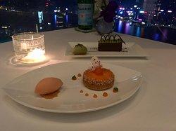 Pistachio gianduia cake and melon tart