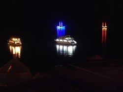 Notturno con barche ormeggiate