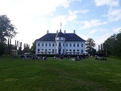 Excelente e lindo hotel em Copenhague!! Fica dentro de um parque, excelente café e seus arredores fazem excelentes fotos!