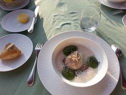 Œuf parfait de la ferme Gerlaux , truffe d' été et ses lentillons de Champagne
