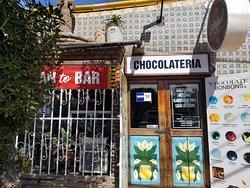 Ubicados contra esquina de Ortegas buffet
