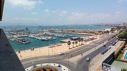 Esto son vistas desde nuestra habitación se vehia la sona del puerto deportivo