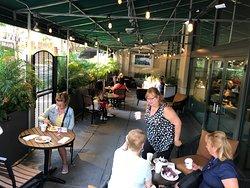 Hampton Inn Philadelphia Center City - outside patio dining tables