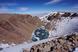 Laguna congelada a entro del crater del Licancabur !