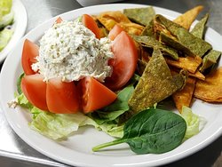 Stuffed tomato with chicken or tuna salad