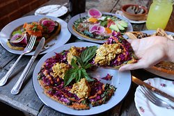 Brunch and Lunch options: Quinoa Pizza with chicken featured