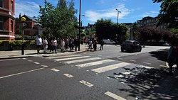 艾比路著名十字路口的班馬缐