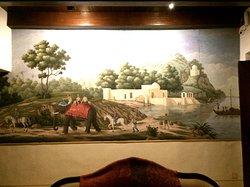 一階サロンの壁画。