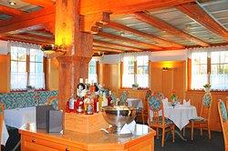 Frühstücksbuffet wird für Hotelgäste angeboten, jeden zweiten Sonntag im Montag gibt es einen Brunch