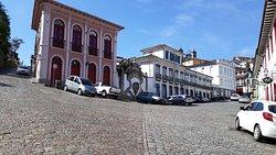O belíssimo conjunto arquitetônico da Praça Reinaldo Alves de Brito, o Largo do Cinema