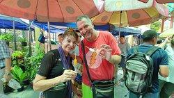 Free walk tour to floating Market
