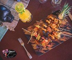 Tropical, tasty pineapple shrimp created by our Chef Javi. Come with your friends and family and enjoy and amazing meal. Tropical y ricos camarones a la piña, creado por nuestro chef Javi. Ven con tu familia y amigos a disfrutar de una increíble comida..
