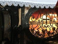 Badia di san Gemolo: le spoglie di san Gemolo sotto l'altare
