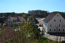 Ruhige Ferienwohnungen in der Fränkischen Schweiz, direkt am berühmten Fünf-Seidla-Steig® gelegen. Hier Standort Höfles 2, 91322 Gräfenberg. Gruppenbelegung möglich.