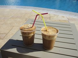 Frappe am Pool