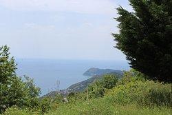 Il panorama della costa verso Capo Mele