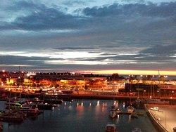 Blick auf den Jachthafen bei Sonnenuntergang vom Balkon