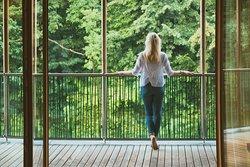 Eins sein mit der Natur. Schalten Sie ab und lernen Sie, den Wald durch all Ihre Sinne wahrzunehmen.