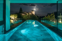 Late-Night-Swimming mit den Sternen in unserem neuen Infinitypool im Meraner Land.