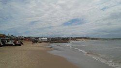Aun sin sol, la playa es preciosa