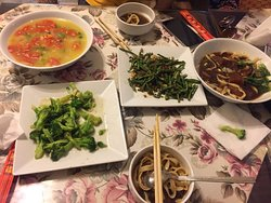 好吃!推薦你們來吃,這裏的味道很不錯👍👍蔬菜湯好喝.炒蔬菜也不錯