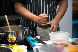 Preparing a curry paste
