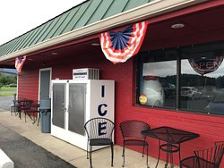 Outside Seating and Ice at Daisy's Diner at Cooter's Luray