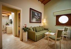 Suite Superior Exclusive: il grande ingresso al soggiorno, che dà su due camere e due bagni