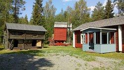 Olavinpäivän Markkinat museon seudulla aina Olavinpäivää lähinnä olevana lauantaina,  Saloisten Pirtti myös mukana.