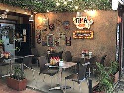 Tika Dogs Gourmet