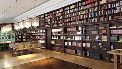 Bibliothek und Veranstaltungsraum