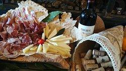 Charcuterie et vin de Sardaigne
