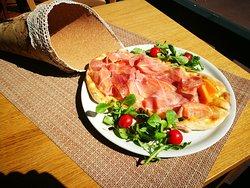 focaccia avec jambon cru et melon
