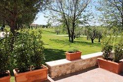 La vista sul nostro giardino dalla terrazza di una Camera Delux