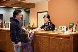 熊本中心街に位置し観光・ビジネスにも最適です。 熊本城にも近く「美と商の回廊」と呼ばれるほど美術館やおシャレなショップが並んでいます。 古さと新しさの融合する町をご家族でお楽しみいただけます。