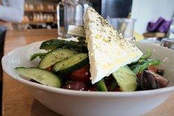 Παραδοσιακή χωριάτικη σαλάτα - Tradional Greek salad