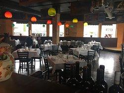 バー併設のイタリア料理屋