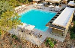 Kapama River Lodge Cocktail Bar and Pool.