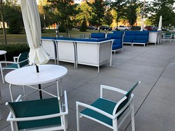 Moce Cafe & Bar - outdoor tables